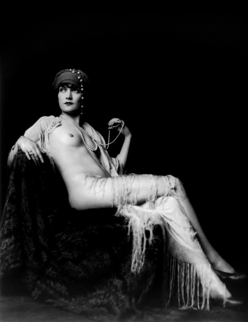 Alfred Cheney Johnston photography, ziegfeld girl posing naked with pearls