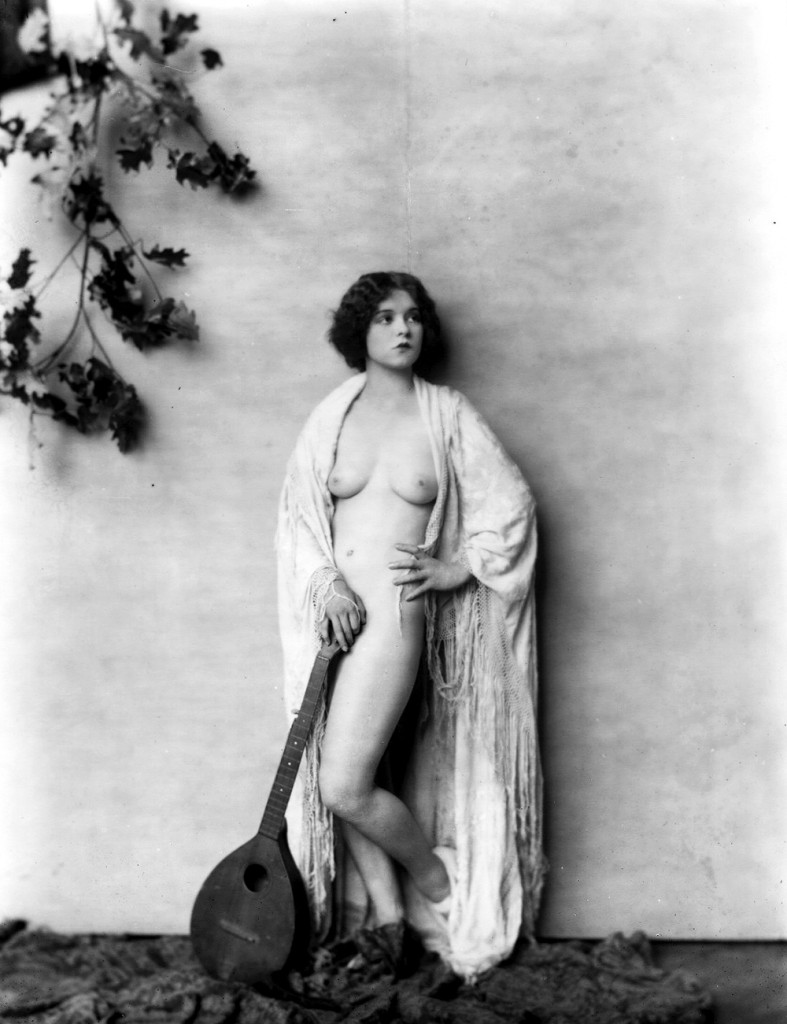 Alfred Cheney Johnston photography, ziegfeld girl posing naked with guitar