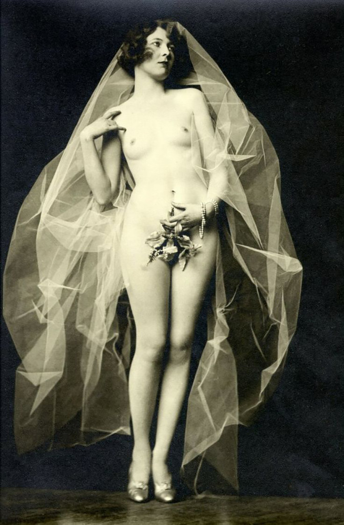 Alfred Cheney Johnston photography, ziegfeld girl posing naked with vail