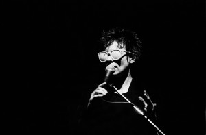 American musician Laurie Anderson performs on stage at Park West, Chicago, Illinois, May 19, 1982. (Photo by Paul Natkin/Getty Images)