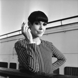 American model Peggy Moffitt with her trademark page-boy, bobbed haircut, 13th October 1965. (Photo by C Woods/Daily Express/Hulton Archive/Getty Images)