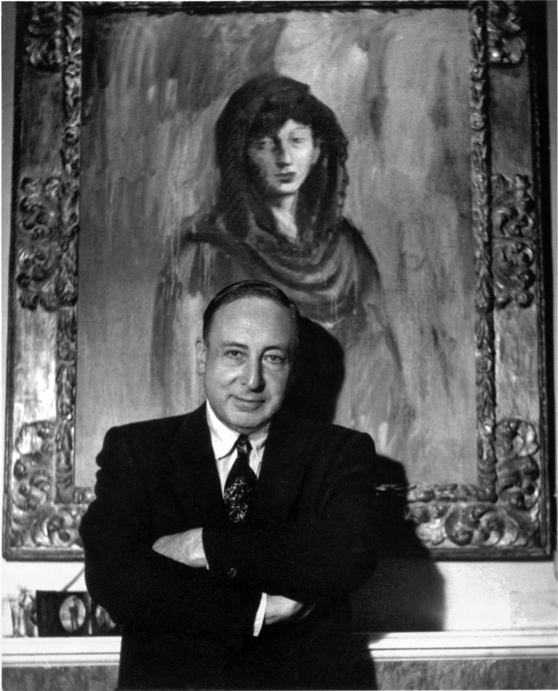 Justin K. Thannhauser in his private residence, New York, November 1957, with Pablo Picasso's Fernande With a Black Mantilla (1905–06), Solomon R. Guggenheim Museum). Courtesy ZADIK.