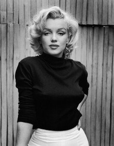 HEXC03 Portrait of American actress Marilyn Monroe (1926 - 1962) as she poses on the patio outside of her home, Hollywood, California, May 1953.. Image shot 05/1953. Exact date unknown.